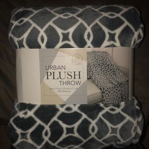 🆕Plush Throw-60in x 70in BRAND NEW!
